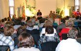 La asociación de Amas de Casa homenajea a sus socias veteranas en su acto navideño