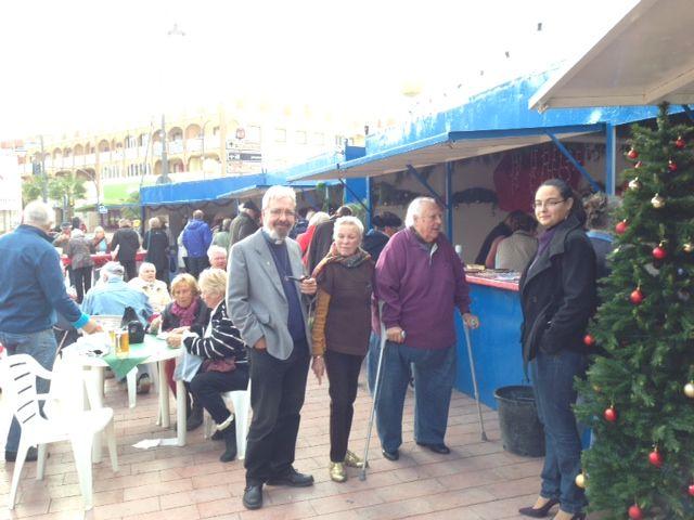 La Asociación de la Iglesia Ecuménica de Camposol realiza una Feria Solidaria en la Plaza Toneleros de Puerto de Mazarrón, Foto 2