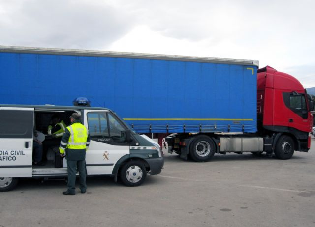 The Civil Guard detained in Totana the driver of a 40 tonne truck that exceeded eight times the alcohol level permitted