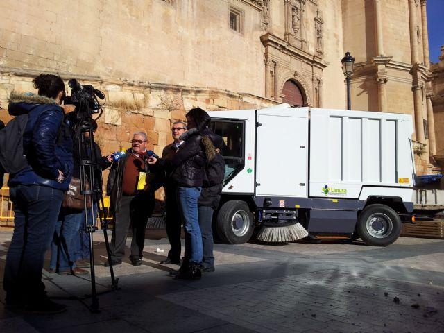 Una nueva máquina barredora contribuirá a limpiar las calles de la ciudad de forma más rápida y efectiva - 2, Foto 2
