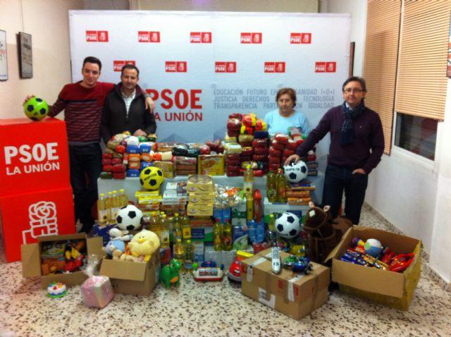 El PSOE y Juventudes Socialistas de La Unión recogen 1.000 kilos de alimentos y más de un centenar de juguetes en su campaña de Navidad - 2, Foto 2