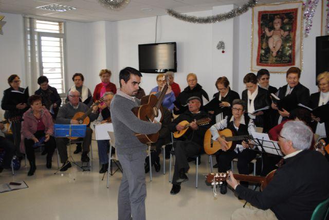 El Centro de Día de las Personas Mayores torreño, de convivencia navideña - 1, Foto 1