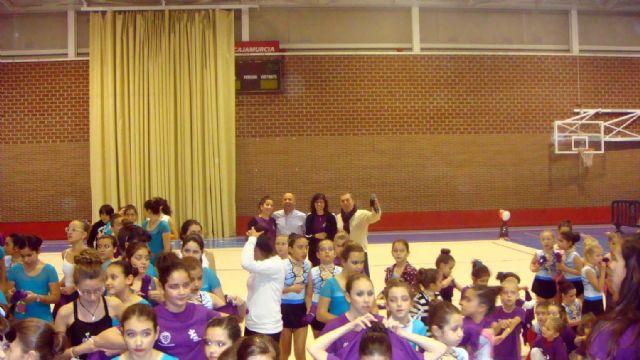 La Escuela Deportiva Municipal de Gimnasia Rítmica lleva a cabo una exhibición en la Navidad - 1, Foto 1