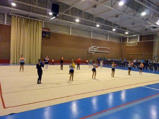 La Escuela Deportiva Municipal de Gimnasia Rítmica lleva a cabo una exhibición en la Navidad - 2, Foto 2