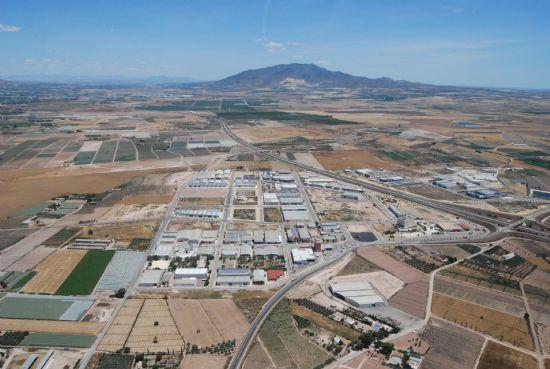 Mejoran el servicio de recogida selectiva de cartón y papel para las empresas instaladas en el Polígono Industrial El Saladar, Foto 1