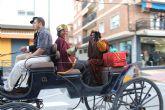 Los Reyes Magos llegan hasta Puerto Lumbreras repartiendo regalos