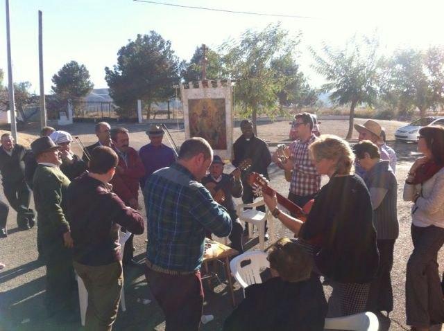Autoridades municipales asisten al Raiguero Alto, donde se ha celebrado el tradicional Canto de Ánimas de la mano de la cuadrilla de la pedanía, Foto 1