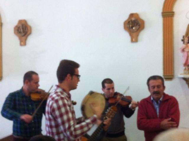 Autoridades municipales asisten al Raiguero Alto, donde se ha celebrado el tradicional Canto de Ánimas de la mano de la cuadrilla de la pedanía, Foto 2