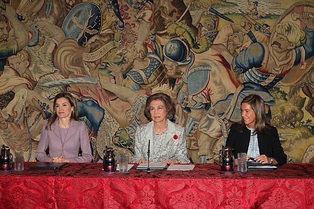El totanero Juan Carrión, Presidente de FEDER, recoge la Cruz de Oro de la Solidaridad Social de la mano de Su Majestad la Reina Sofía, Foto 2