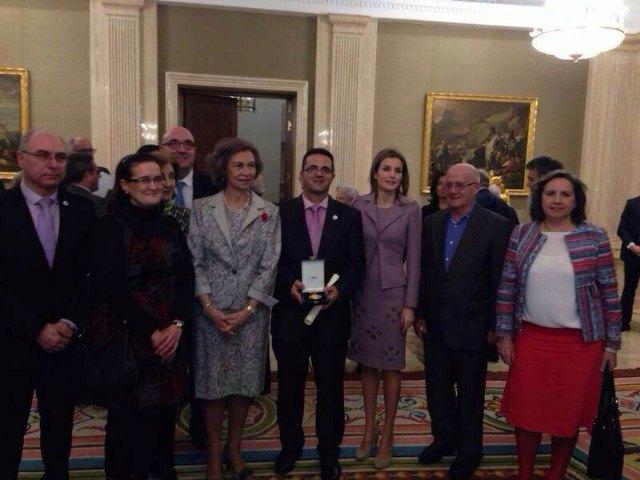 El totanero Juan Carrión, Presidente de FEDER, recoge la Cruz de Oro de la Solidaridad Social de la mano de Su Majestad la Reina Sofía, Foto 4