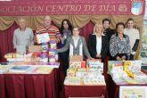 La Asociaci�n del Centro de D�a de Personas Mayores dona 2.000 euros de material a la Unidad de Alzheimer