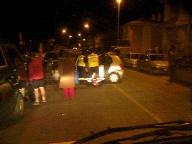 El Servicio Municipal de Emergencias traslada a una mujer tras un accidente por colisión, Foto 2