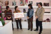 """Antonia Peñalver y Noemi Fuentes recogen su premio """"compra por la cara"""""""