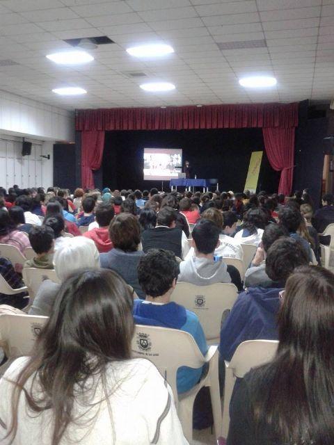 La psicóloga Ianire Estébanez habla de redes sociales y el amor juvenil ante 400 estudiantes de Secundaria - 2, Foto 2