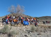 Un centenar de alumnos de Primaria y Secundaria plantan 50 garbancillos de Tallante para evitar su extinción