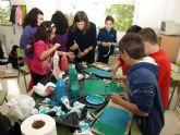 Los escolares de Ceutí reproducen las esculturas del 'Museo al aire libre' con material reciclable
