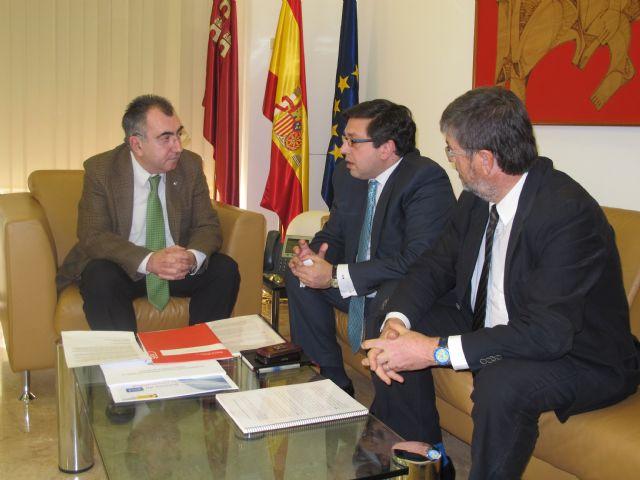 El consejero Campos se reúne con el gerente de la empresa Azahar Energy y el director de la Fundación Finnovaregio - 1, Foto 1