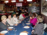 Los mayores de Cuatro Santos visitan Cervezas Icue