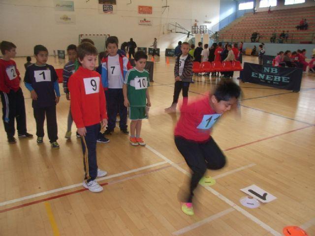 La concejalía de Deportes organizó la fase local de jugando al atletismo de Deporte Escolar, Foto 2