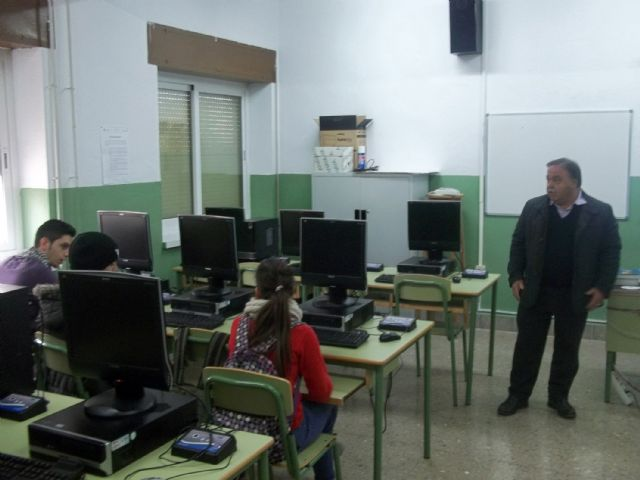 El presidente de ASEMOL despierta la vocación emprendedora en los estudiantes del IES Vega del Tháder de Molina de Segura - 1, Foto 1