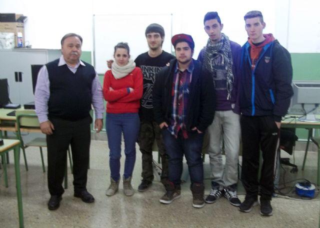 El presidente de ASEMOL despierta la vocación emprendedora en los estudiantes del IES Vega del Tháder de Molina de Segura - 2, Foto 2