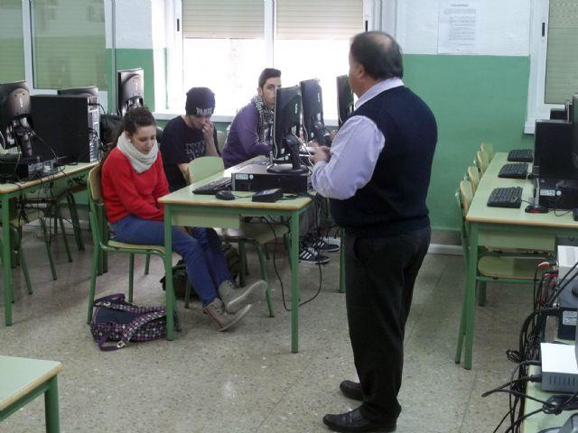 El presidente de ASEMOL despierta la vocación emprendedora en los estudiantes del IES Vega del Tháder de Molina de Segura - 3, Foto 3