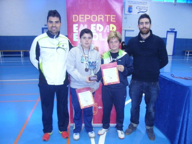 El Colegio la Milagrosa, tercer clasificado en la final regional de b�dminton de Deporte Escolar, Foto 1
