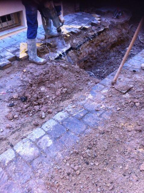 El Servicio Municipal de Aguas realiza varias obras de mejora de las redes de saneamiento y abastecimiento de agua potable del municipio, Foto 1