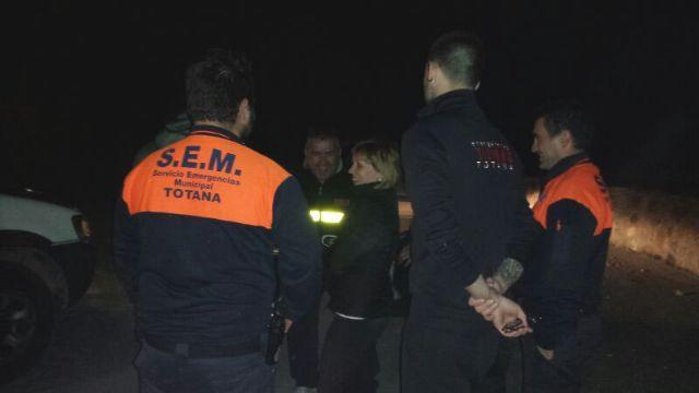 Civil protection and environmental agents rescue 4 members of a family were disoriented by fog at night Espuña