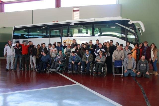 Economía pone a disposición de FEAPS autobuses adaptados para desplazamientos de 4.100 personas con discapacidad intelectual