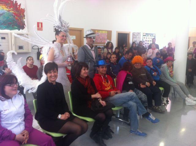 La Musa y Don Carnal acercan el carnaval a los usuarios del Centro Polivalente para Personas con Discapacidad