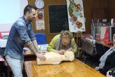 Protección Civil imparte una charla informativa a la Asociación de Amas de Casa 'Las Tres Avemarías' sobre primeros auxilios