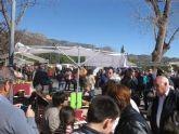 Buen ambiente de visitantes en el 'Mercado Artesano de La Santa' que se celebra el último domingo de cada mes