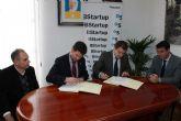 El alcalde de Alhama de Murcia firma un convenio con el banco Sabadell para dotar de financiaci�n preferente a los emprendedores del municipio