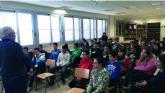 Alumnos del IES n°2 protagonizan un encuentro con el escritor Alfredo Gómez Cerdá