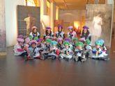 Los niños del PAI vestidos de pintores inician el carnaval en Blanca