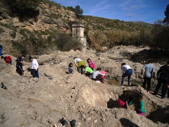 Medio centenar de escolares participan en la restauración de un tramo del río Moratalla - 1, Foto 1