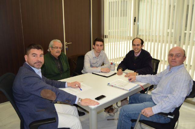 El concejal de Turismo se reunió con los técnicos de Famdif para tratar la mejora de la accesibilidad en playas - 1, Foto 1