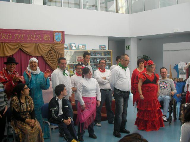 Gastronomía, talleres, juegos y actuaciones en la II jornada intercultural para personas con discapacidad intelectual, Foto 1