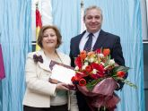 Carmen Navarro recibe su galardón como 'Mujer Mazarronera'