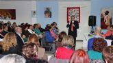 Más de 150 mujeres asistieron a la conferencia 'Por qué gatear cuando puedes volar' del consagrado psicólogo Bernabé Tierno