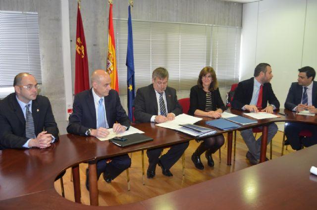 El Alcalde firma un convenio con Kolping que facilita la Formación Profesional Dual en Alemania a jóvenes en paro - 1, Foto 1