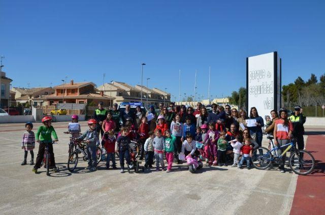 Alumnos del Fulgencio Ruiz y sus familias aprenden a moverse más seguros en el entorno vial - 2, Foto 2