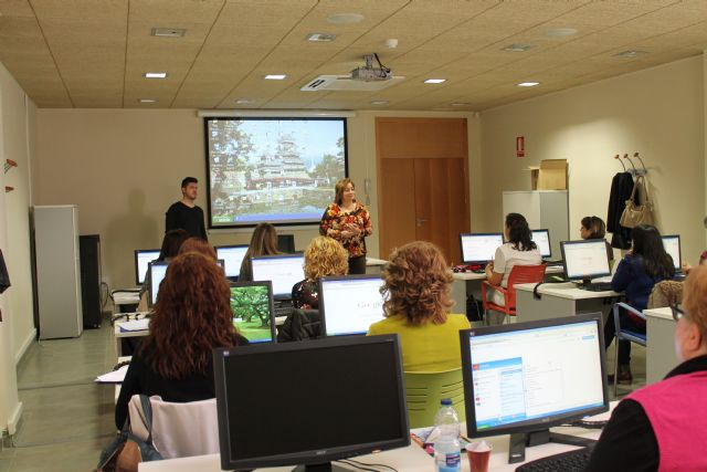 Se clausura un curso de informática y se inauguran otros dos también para mujeres, Foto 4