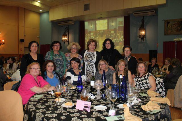 Casi 100 mujeres asisten a la cena convivencia del Día de la Mujer, Foto 1