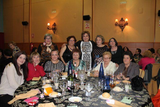 Casi 100 mujeres asisten a la cena convivencia del Día de la Mujer, Foto 2