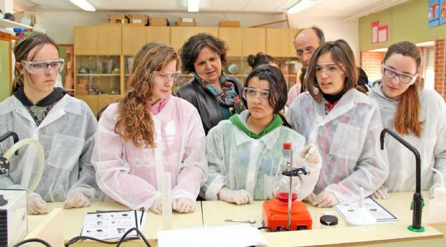 Alumnos del IES Rambla de Nogalte de Puerto Lumbreras aprenden a fabricar medicamentos - 1, Foto 1