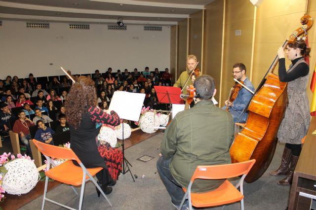 400 escolares disfrutan del II concierto didáctico para escolares ofrecido por el quinteto de cuerda