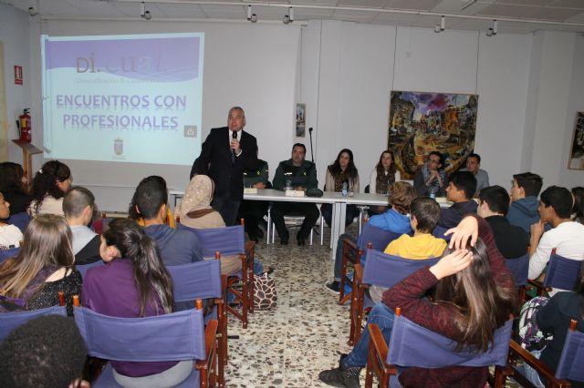 Los escolares conocen diversos perfiles profesionales gracias al proyecto 'di.cual', Foto 1