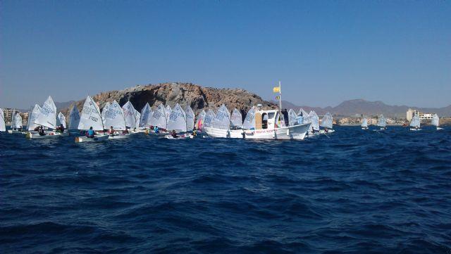 82 barcos de vela infantil surcan las aguas de la Bahía de Mazarrón, Foto 3